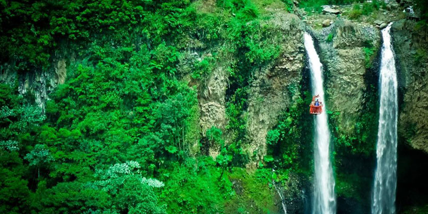 Manto de la Novia has split into two waterfalls 4 years ago, but still prettier is one of the highlights of the Chiva Bus Tour in Baños Ecuador