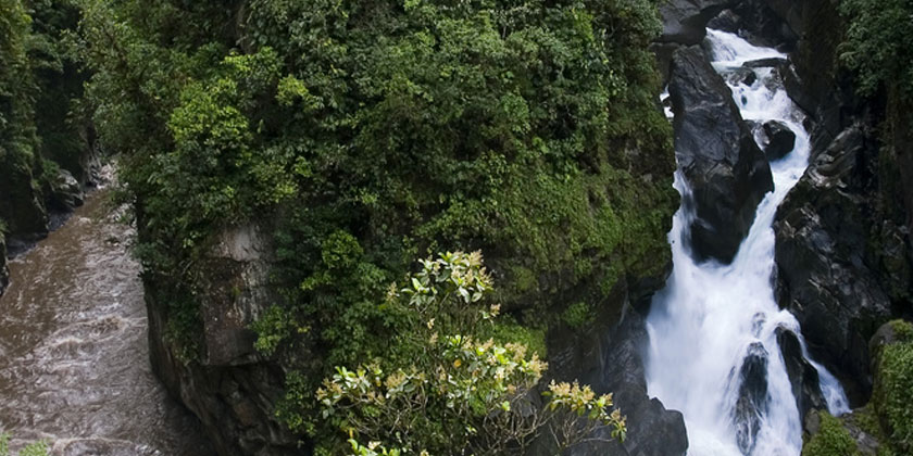 Pailon del Diablo Waterfall is located in Rio Verde Parish, at just 20kms from Baños Ecuador, you can visit it doing our biking tours